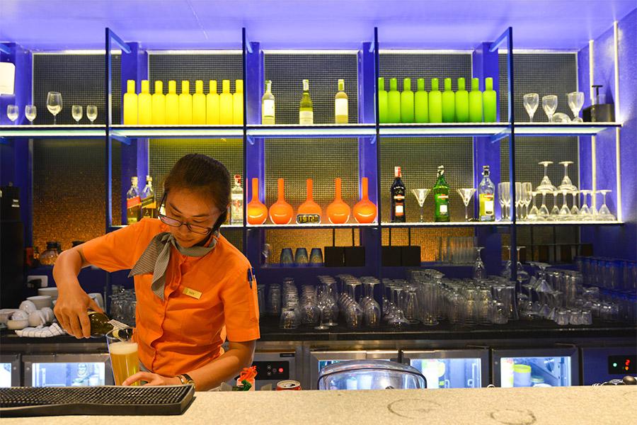 Dining Sip Pool Bar - The Yama Hotel Phuket